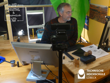 Professor Bischoffs Homeoffice mit Greenscreen und Lightboard